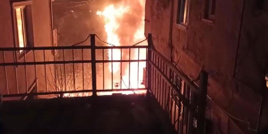 Kağıthane'de 4 katlı binada yangın!