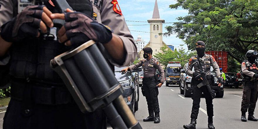 Endonezya'da kiliseye bombalı saldırı!