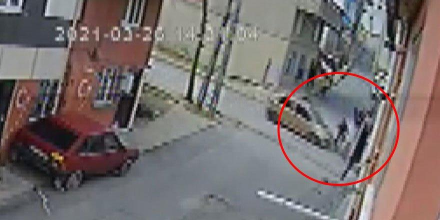 Arnavutköy'de küçük çocuk bisiklet sürerken arabanın altına girdi!