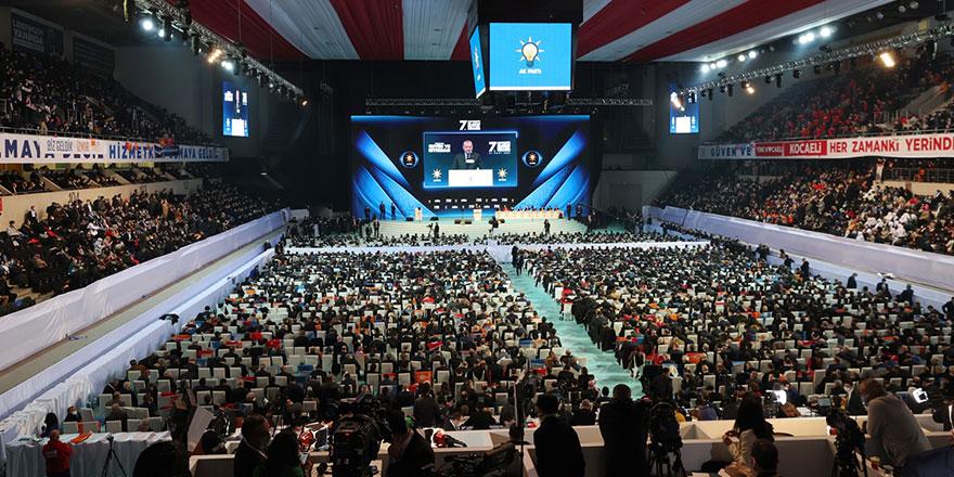 Tartışma yaratan AKP kongresinde kaç kişi vardı?