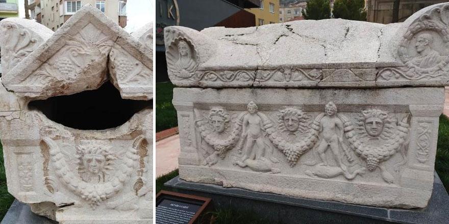 Amasya'da 1700 yıl öncesine ait gizemli lahit, üzerindeki yazılara rağmen soyuldu!
