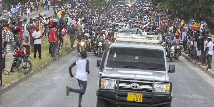 Tanzanya eski Devlet Başkanı'nın cenazesinde izdiham