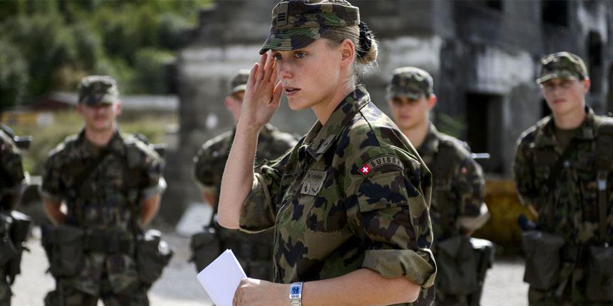 İsviçre'de kadın askerler için iç çamaşırı kararı
