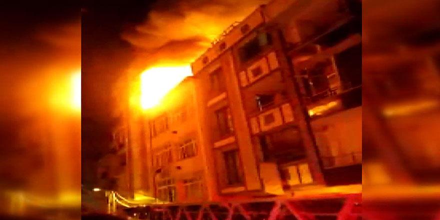 Küçükçemece'de 3 katlı binada yangın!