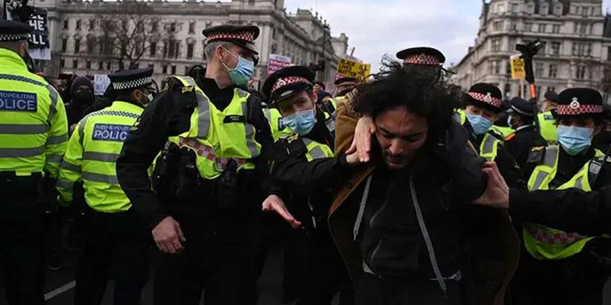 İngiltere'yi karıştıran yasa tasarısı: Protestolarda çok sayıda gözaltı