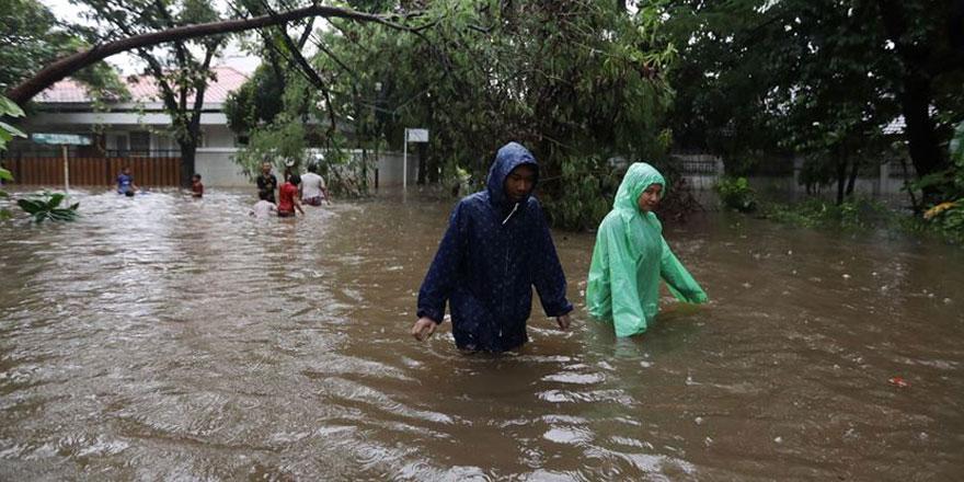 Endonezya'nın Doğu Nusa Tenggara eyaletinde sel suları 55 kişiyi öldürdü