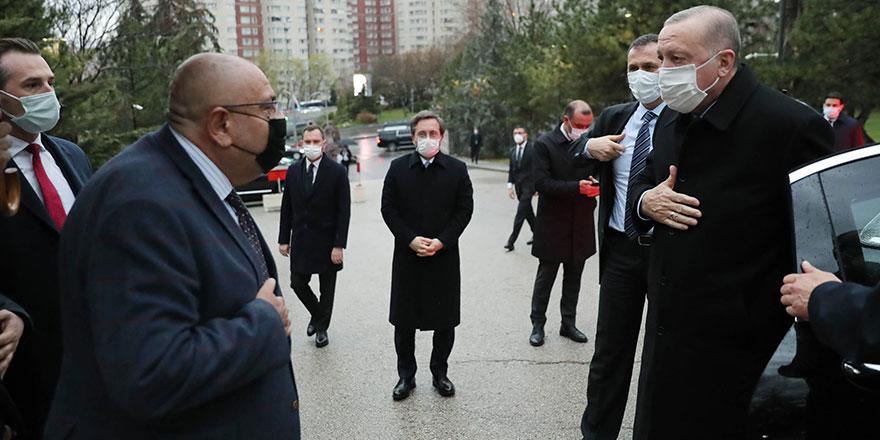 Abisi Tuğrul Türkeş babasının mezarında Erdoğan'ı karşıladı! Ahmet Kutalmış Türkeş'ten zehir zemberek sözler