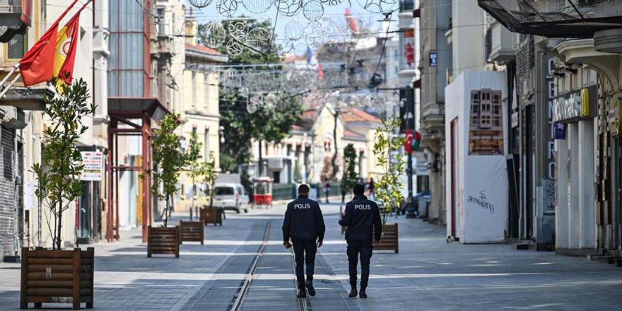 İçişleri Bakanlığı'ndan hafta sonu sokağa çıkma kısıtlamasına ilişkin açıklama! Risk grubuna göre saatler belirlendi