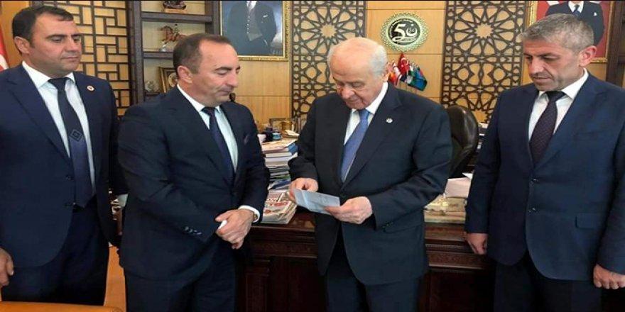 Devlet Bahçeli MHP'li belediye başkanının fişini çekti, AKP de destek verdi
