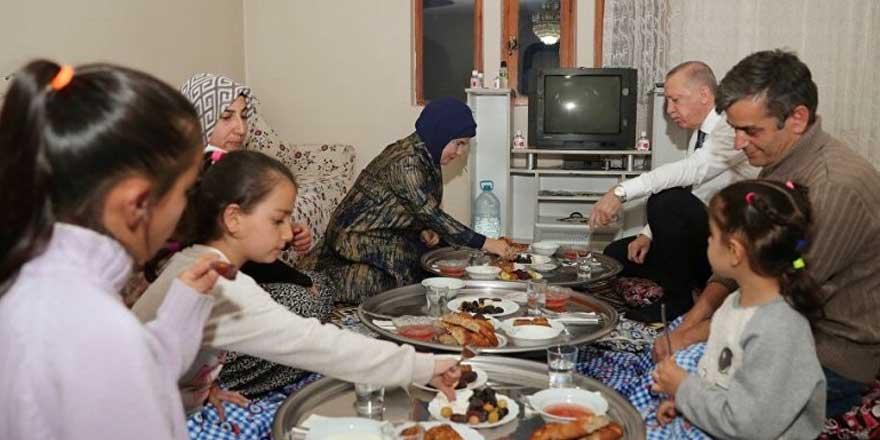 Deniz Zeyrek, Erdoğan'ın misafir olduğu iftarla ilgili ilginç detayı yazdı
