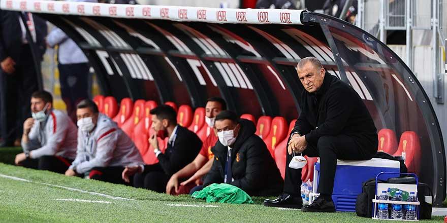 Galatasaray teknik direktörü Fatih Terim'den olay sözler! Yumruklarımı sıkıyorum, yutkunuyorum
