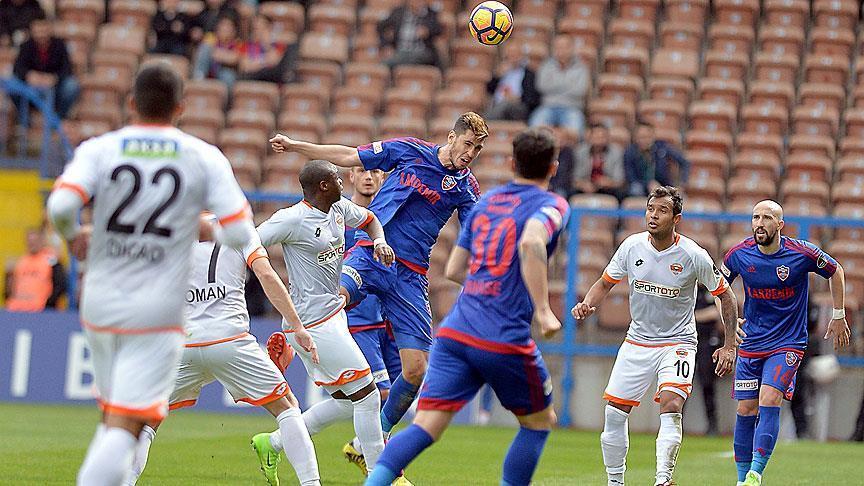 Karabükspor, Adanaspor'u 2-0 yendi