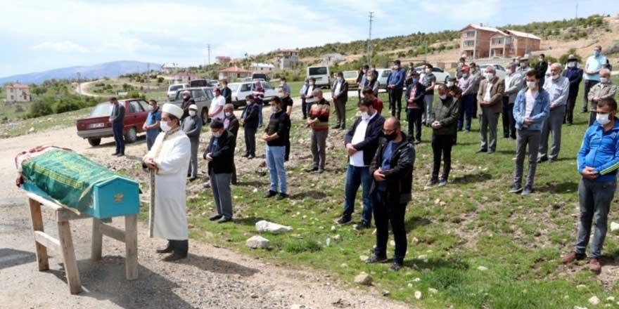 Vakalar Erzincan'da da patladı! Camide cenaze namazı yasaklandı