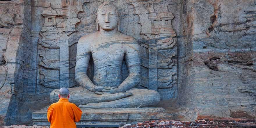 Tayland'da Buda'ya kendini adayan adam giyotinle kafasını kesti!