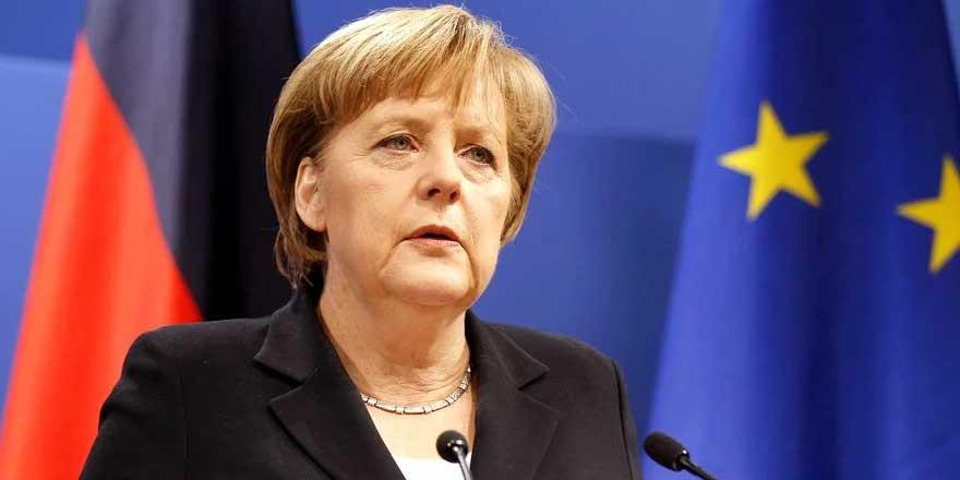 Angela Merkel: Navalni'nin durumu için çok endişeliyiz