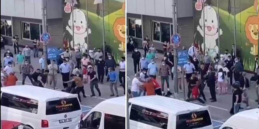 Esenler'de taksiciler caddede terör estirdi! O anlar kamerada