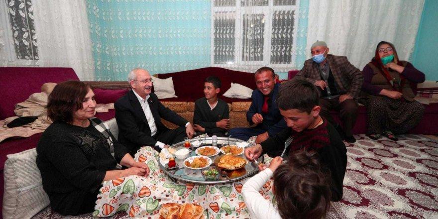 Kemal Kılıçdaroğlu Çubuk'taki linç girişiminde misafir olduğu aile ile iftar yaptı