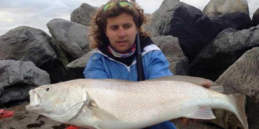 27 yaşındaki Don Marx yakaladığı balığın ağzındaki paraziti belgeledi! İlke imza attı
