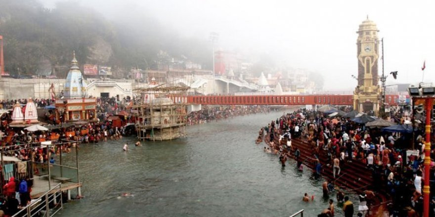 İnanılmaz iddia Hindistan'dan! Ganj Nehri'nde çok sayıda cansız beden bulundu!