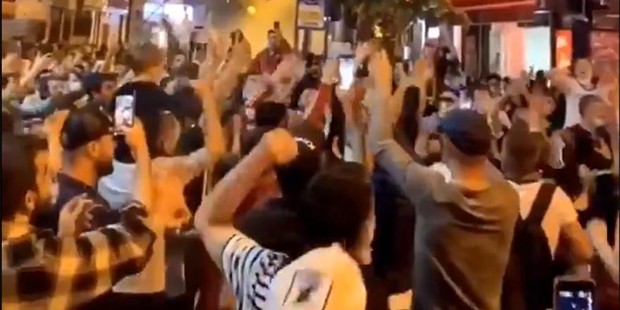 Beşiktaş'ın şampiyonluğu sonrasında taraftar sokaklara döküldü