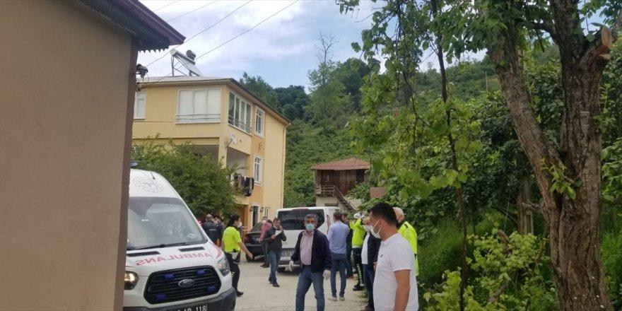 Giresun'da annesini balta ile öldüren kardeşi ve 2 polisi yaralayan zanlı vurularak etkisiz hale getirildi