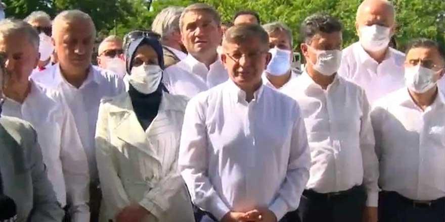 Eski Başbakan Ahmet Davutoğlu'ndan Meclis önünde 'Temiz siyaset' çağrısı