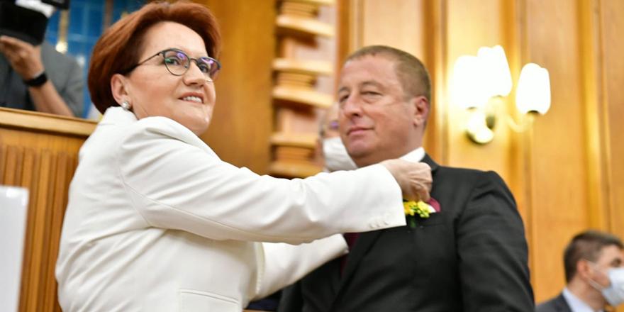 Hakan Şeref Olgun İYİ Parti'ye katıldı. Rozetini Meral Akşener taktı