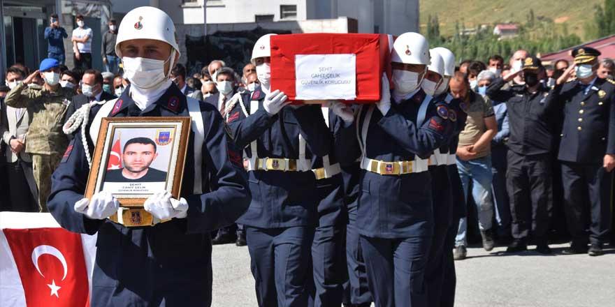 Bitlis'te şehit güvenlik korucusu için tören düzenlendi