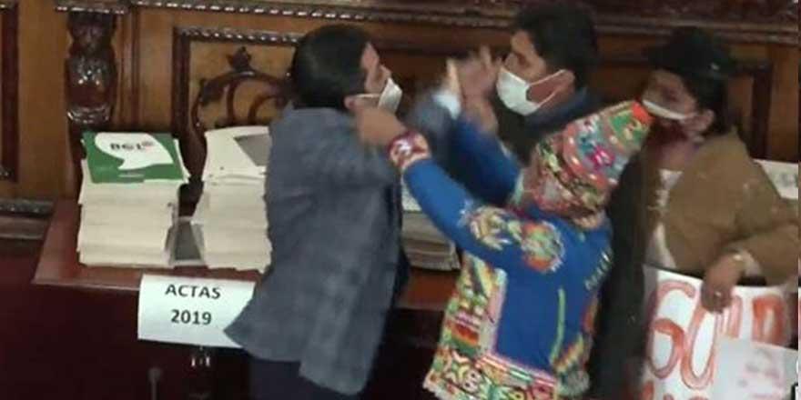 İktidar ve muhalefet vekilleri Meclis'te birbirine girdi! Darbenin ardından sular durulmuyor