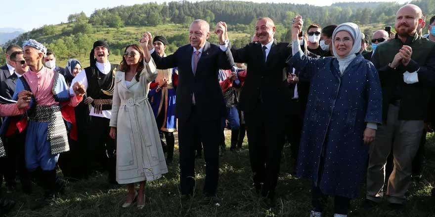 Bulundukları alan özellikle seçilmişti! Erdoğan ve Aliyev böyle halay çekti