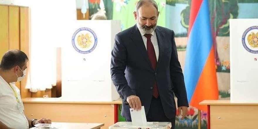 Ermenistan'da seçim sonrası Paşinyan zafer ilan etti