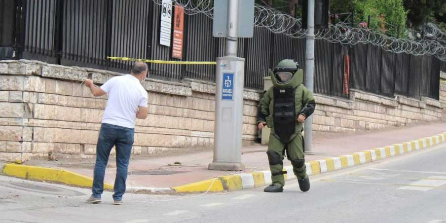 Kocaeli'de askerlik şubesi önündeki şüpheli paket paniği