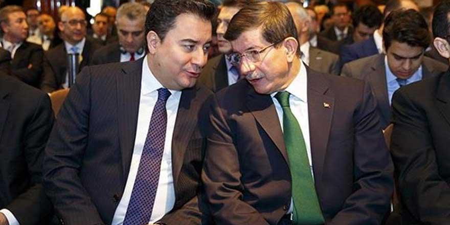 Ankara kulislerinde konuşulacak iddia!  Babacan ve Davutoğlu'nun partileri birleşiyor mu?