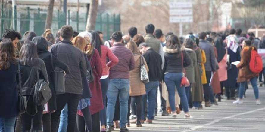 CHP'den Tek Adam Rejimi raporu: Çalışan vatandaş gelirinin yarısını borçlara ayırıyor
