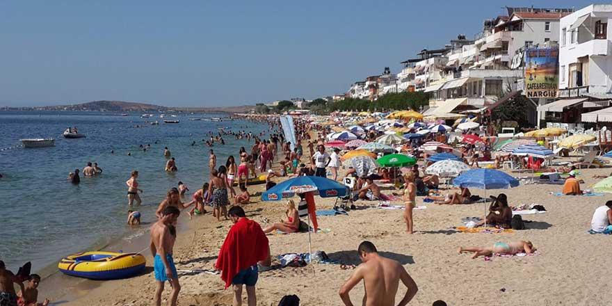 Bakan Koca kalabalıktan uzak durun diyor ama adalarda nüfus 15 kat arttı!