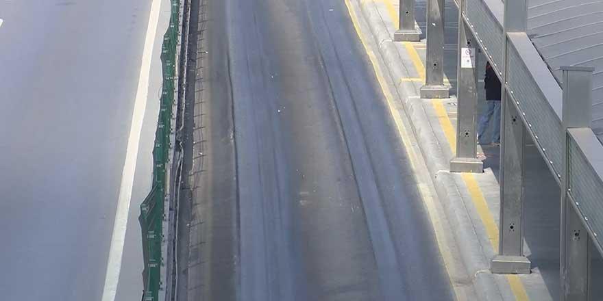 İstanbul'da asfalt aşırı sıcağa dayanamadı! İçe doğru çökmeye başladı