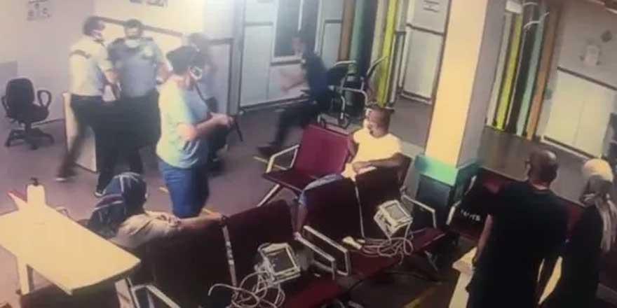 Hastanede korkulu anlar! Yardım istediği polisin silahını kaptı