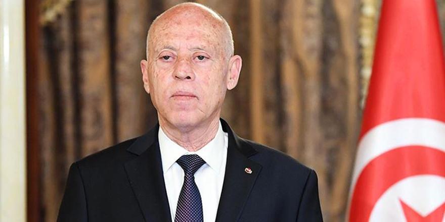 Tunus Cumhurbaşkanı, başbakanı görevden aldı ve meclisin tüm yetkilerini dondurdu