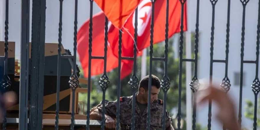 Tunus'ta iki milletvekili gözaltına alındı