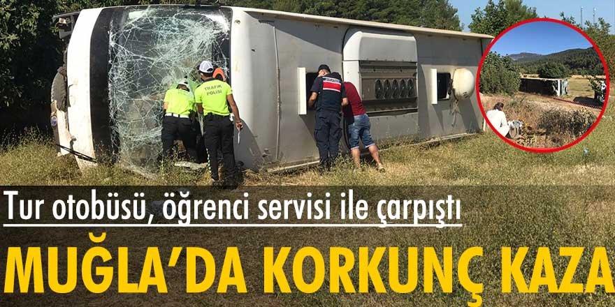 Turistleri taşıyan otobüs ile öğrenci servisi çarpıştı