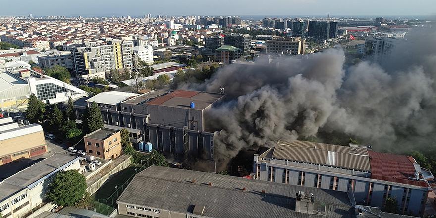 Bahçelievler'de yatak ve baza fabrikasında yangın