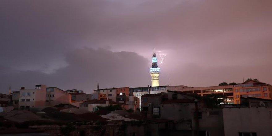 Meteoroloji uyarmıştı! İstanbul'da şiddetli yağış!