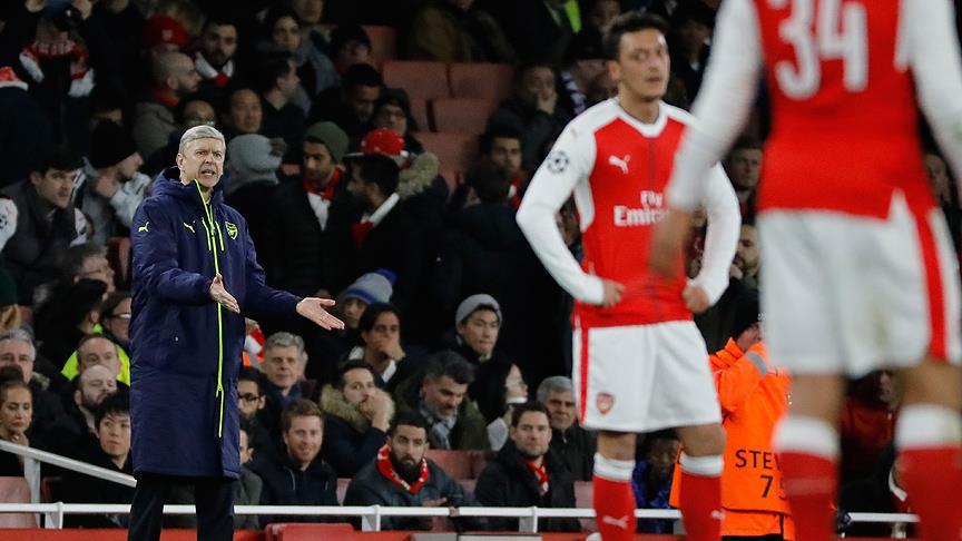 Arsene Wenger'in düşüşü İngiliz basınında