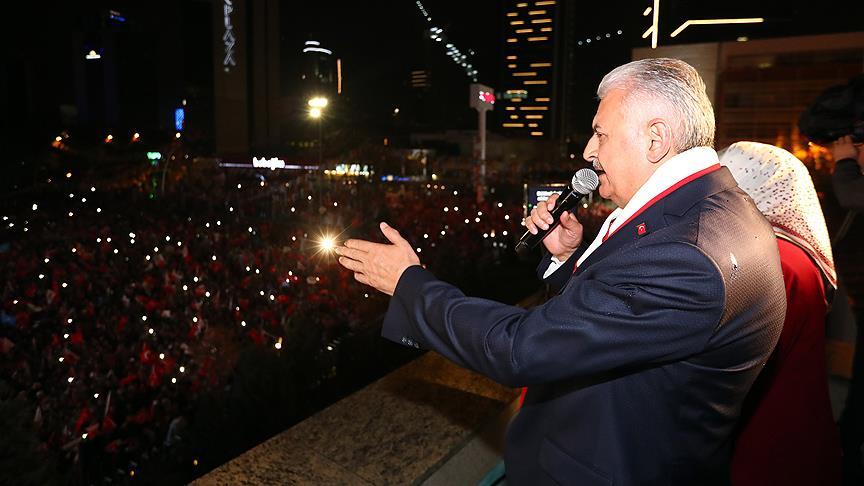 Başbakan'dan balkon konuşması