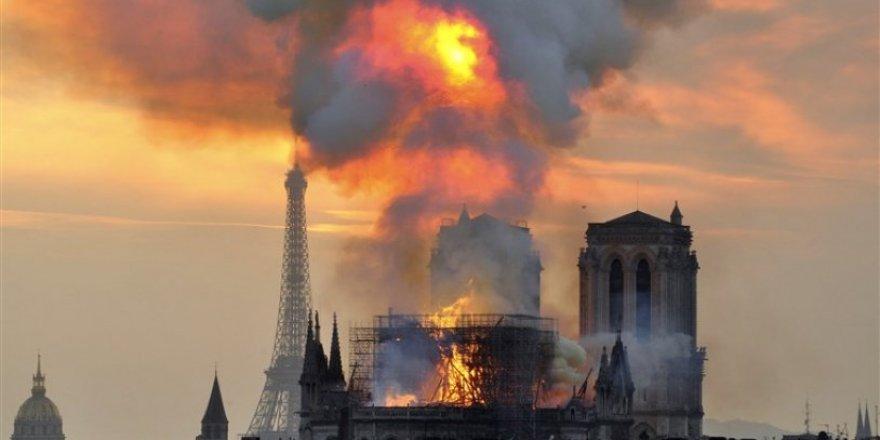 Notre-Dame'da kaskla ibadet yapılacak