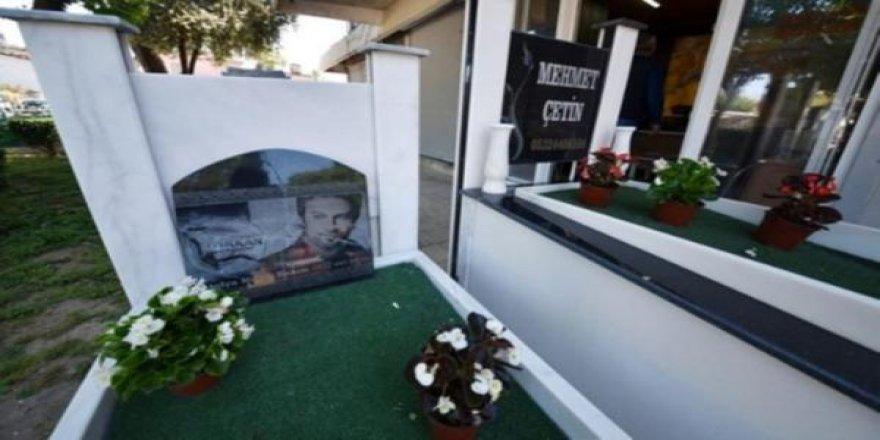Tarkan'ın mezar taşını yaptı!