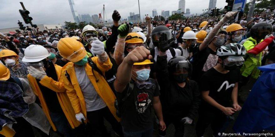 Hong Kong'da sınır dışı tasarısının görüşülmesine erteleme!