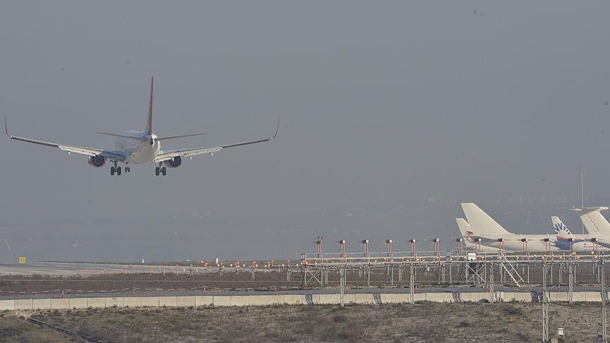 Kuş sürüleri hava trafiğini aksattı