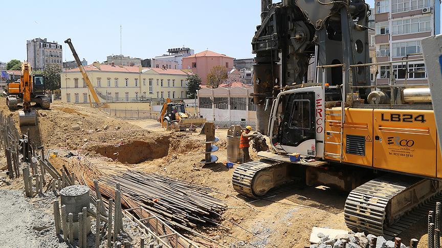 Taksim'deki cami inşaatı sürüyor