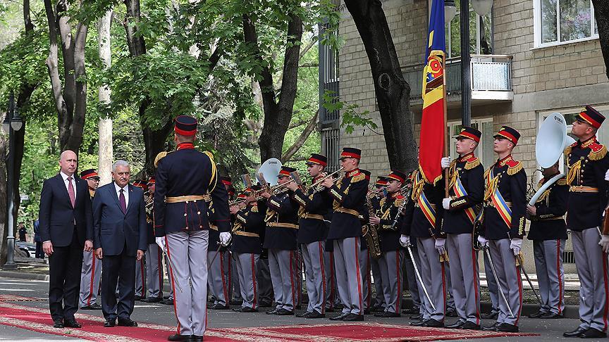 Yıldırım Moldova'da resmi törenle karşılandı